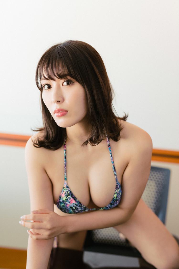 """金子智美[インタビュー]""""18禁グラドル""""が挑戦したVRならではのエロティシズム「いかに裸エプロンに見えるかを追求していて」"""