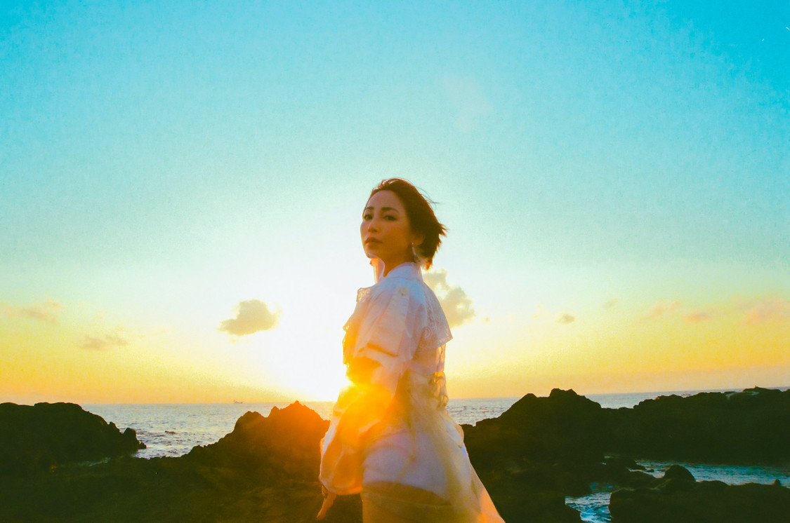 吉川友、michitomo&サカノウエヨースケによるコライト作品デジタルシングル「TABOO」配信スタート!