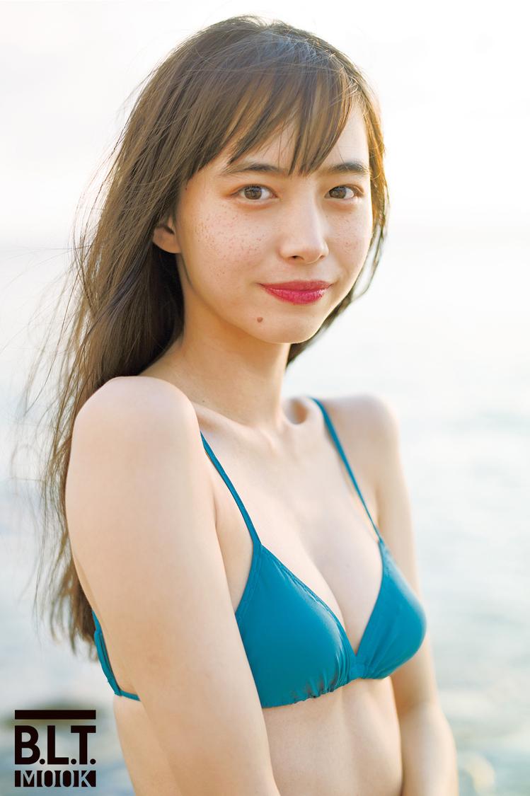『井桁弘恵CALENDAR BOOK2021.04-2022.03』(東京ニュース通信社刊)