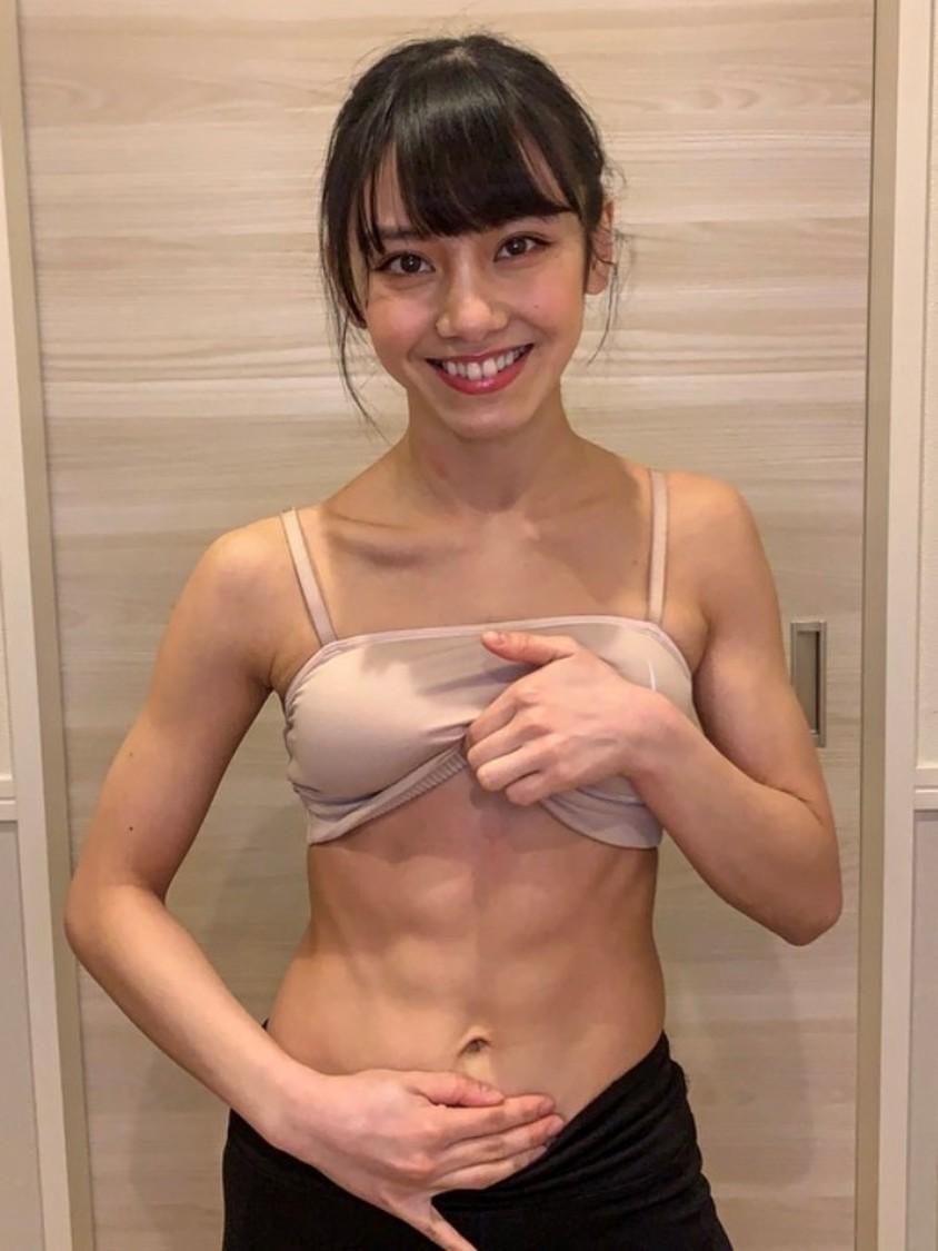 劇団4ドル50セント 長谷川晴奈、酵素ファスティング後の腹筋美ボディに称賛の声「Wow wow wow!」「バキバキで素敵です」