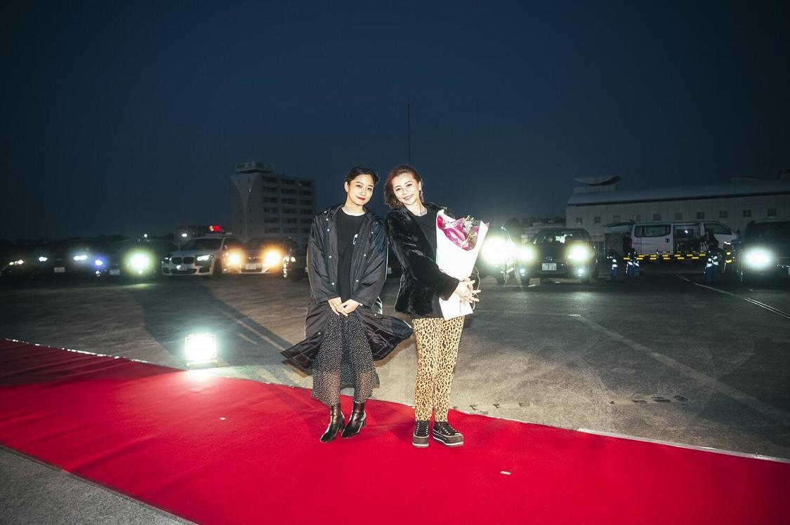 深川麻衣[イベントレポート]主演映画『おもいで写眞』ドライブインシアターで香里奈とともに舞台挨拶!