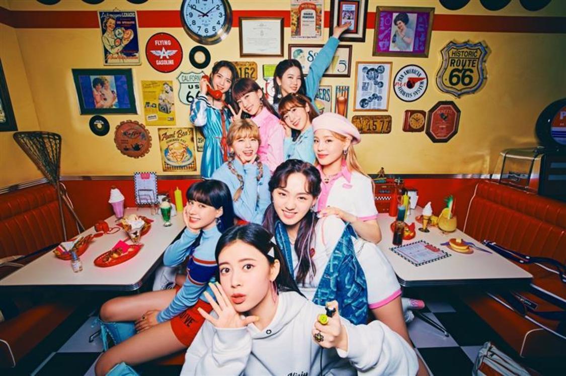 NiziU、NHK『SONGS』出演決定! 視聴者から動画&手書きメッセージを持った写真を募集