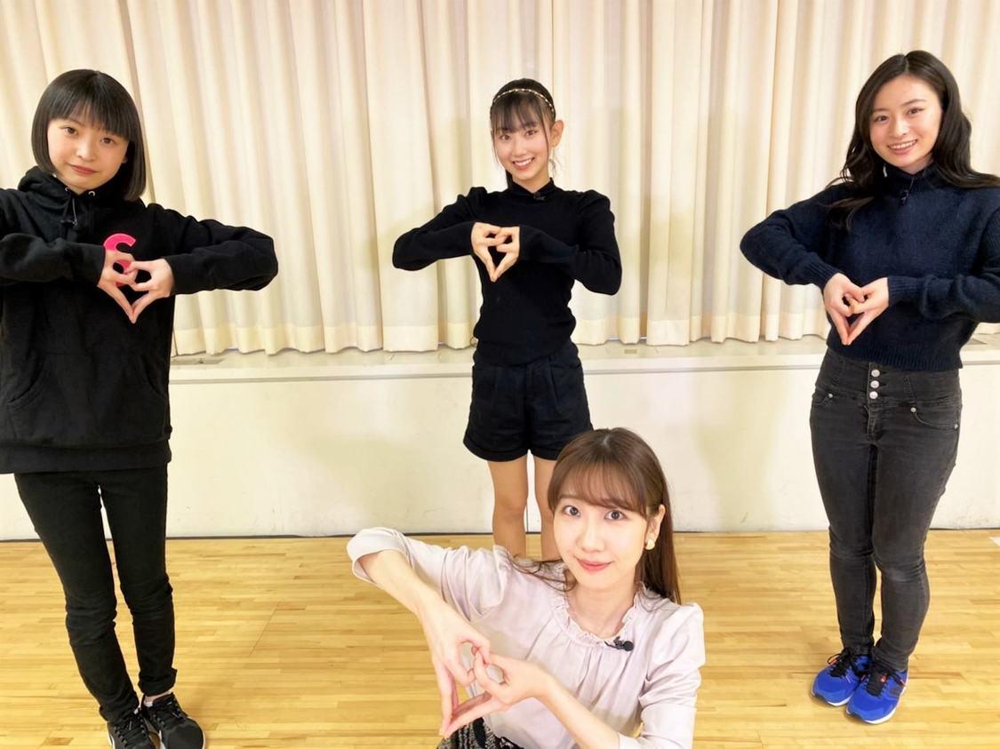 柏木由紀/上段左から:坂川陽香(福井県代表)、徳永羚海(鳥取県代表)、長谷川百々花(福島県)(C)AKB48