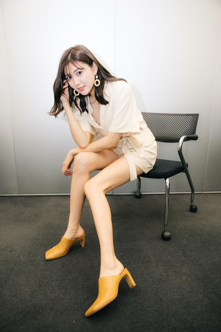 """岩﨑名美[インタビュー]初ハイレグ水着にも挑戦した""""美脚堪能""""作品「私的には攻めましたね」"""