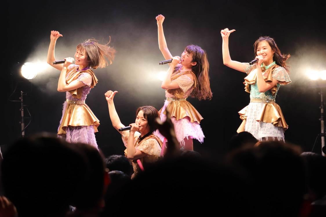 東京女子流、ステージで脱いだ!? 新曲「光るよ」の斬新な演出にファン歓喜