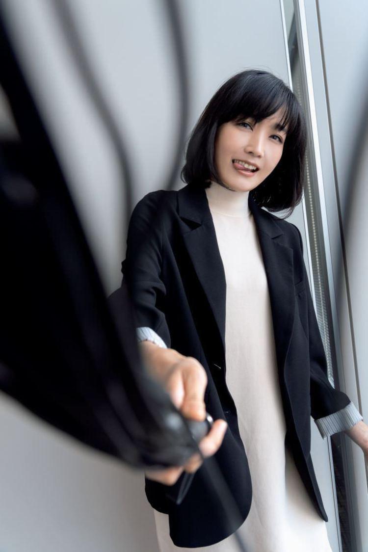 佐藤江梨子((C)光文社/週刊『FLASH』 撮影:福田ヨシツグ)