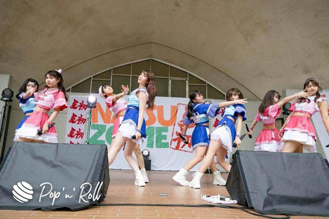 """アプガ(2)[NATSUZOME2021ライブレポート]MV舞台になった""""聖地""""でパフォーマンス!地力の高さを見せつけたプレミアムステージ"""