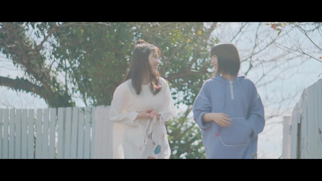 有村架純、浜辺美波、クッションを投げ合い可愛らしくじゃれ合う! 「本当のお姉ちゃんのように慕って撮影できている」『医療共済 メディフル』TVCM出演