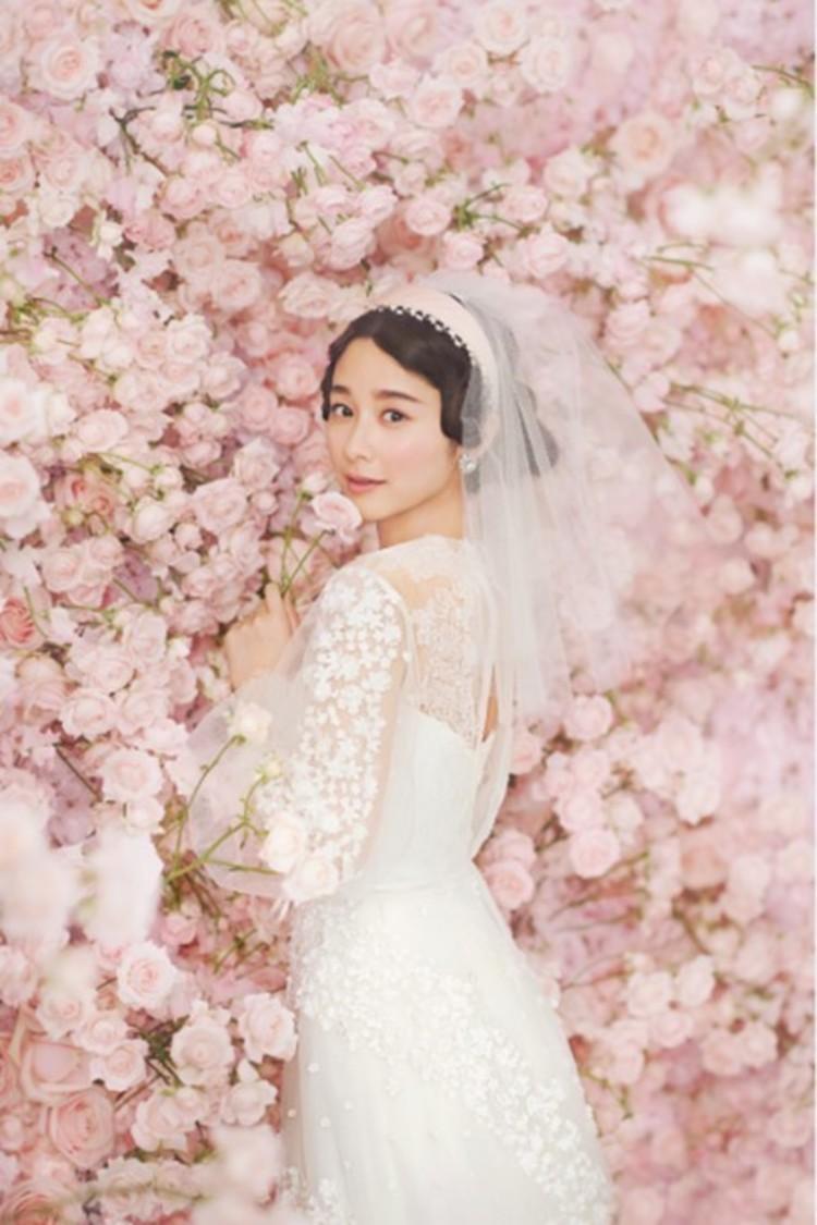 堀田真由、可愛すぎる花嫁姿を披露!「身近に手に取ってくれた方がいて、とても嬉しかった」『ゼクシィ』表紙登場&2年目のCM出演決定