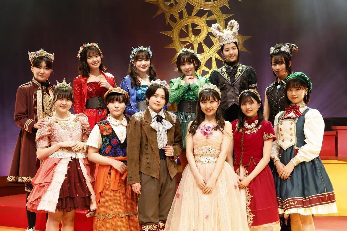 BEYOOOOONDS、メンバー12人だけでステージに立つ!演劇女子部<眠れる森のビヨ>開幕