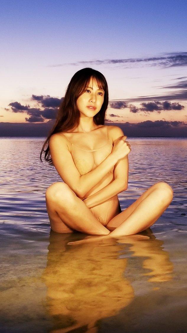名取くるみ[最新DVDオフショット&インタビュー]日没直前のビーチで輝かせた最上美ボディ「素敵なロケーションで撮影ができて本当に幸せでした!」