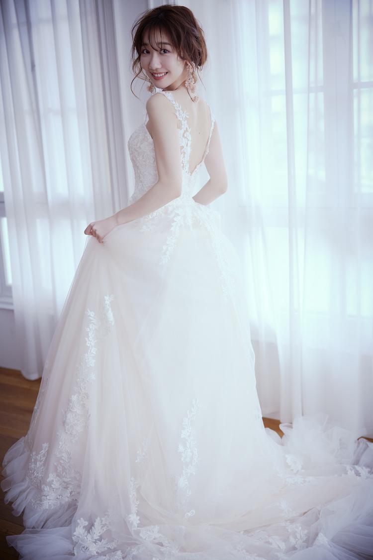 柏木由紀、20代最後のウエディングドレス姿披露!「指原莉乃ちゃんや峯岸みなみちゃんとは、お互いの結婚式は絶対に呼び合おうねって」『ゼクシィ』登場