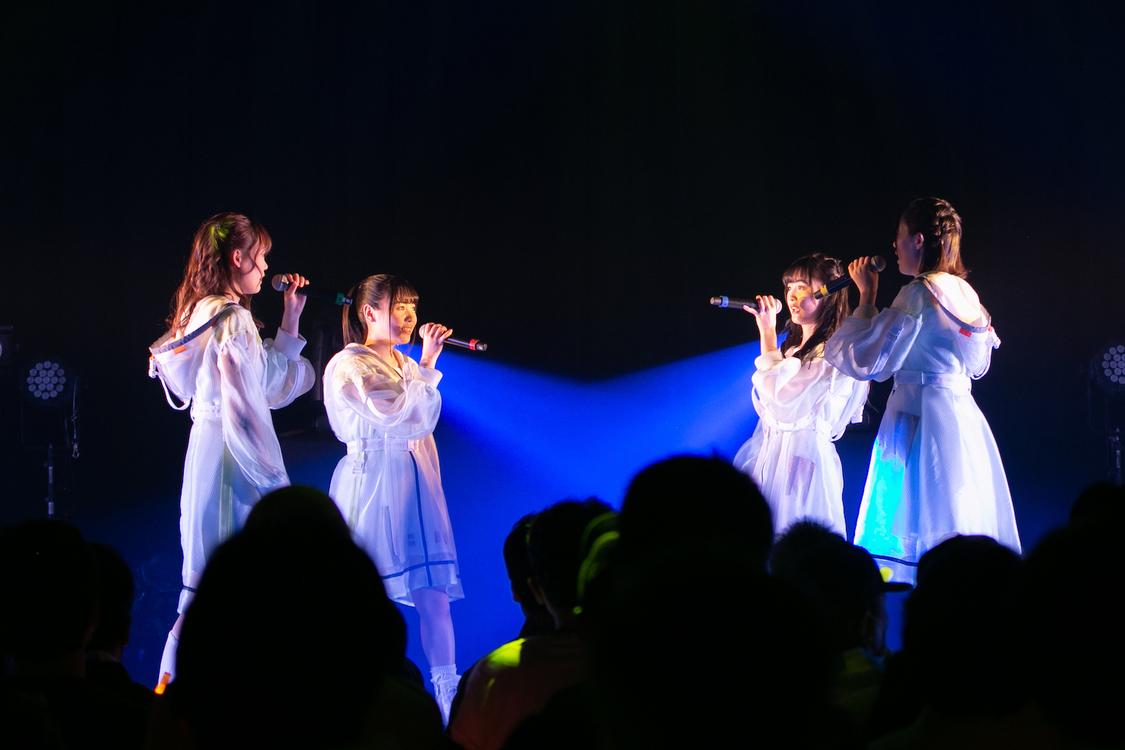 NELN[ライブレポート]多彩なパフォーマンスで1年間の成長を見せつけたデビュー1周年ワンマンライブ
