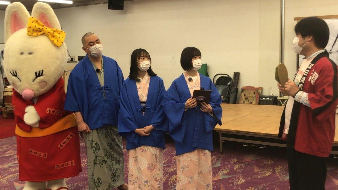 STU48 薮下楓&甲斐心愛、レイザーラモンRGとスリッパ卓球対決! 『せとチャレ!STU48』出演