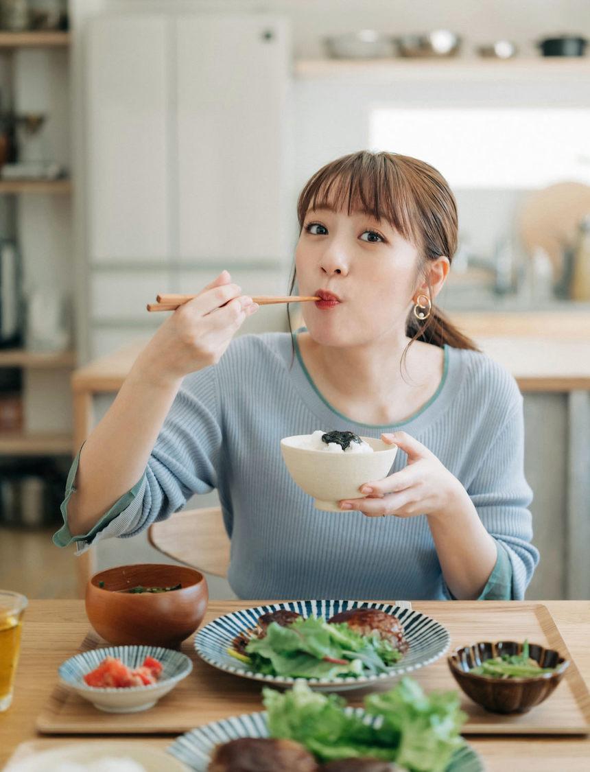 『たかみなの毎日食べたくなる そこそこごはん』(C)光文社