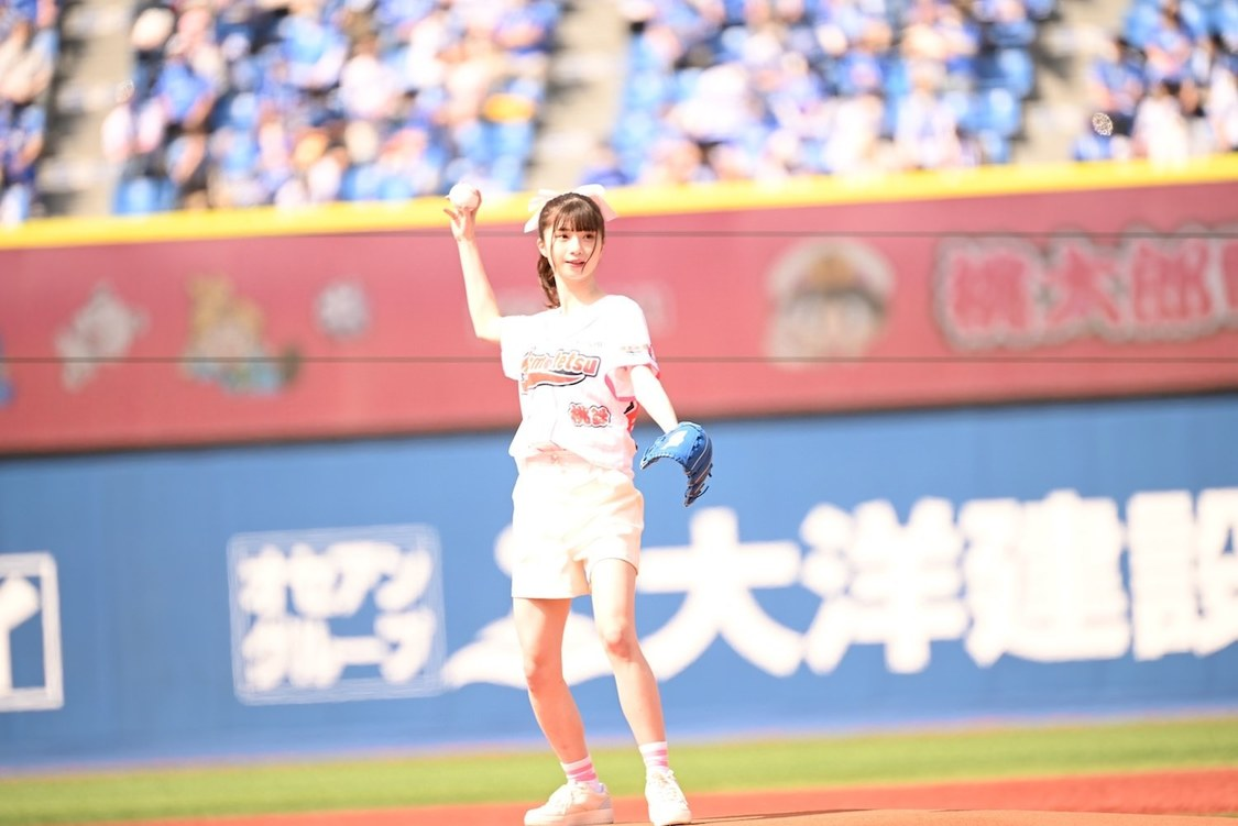 ≠ME 菅波美玲、DeNAvsヤクルト公式戦の始球式に登場!「投げ方を忘れてボークをしてしまいました(笑)」