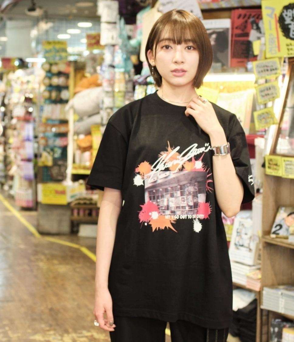 元欅坂46 佐藤詩織、下北沢をテーマにデザインしたヴィレッジヴァンガードとのコラボアイテム発売!
