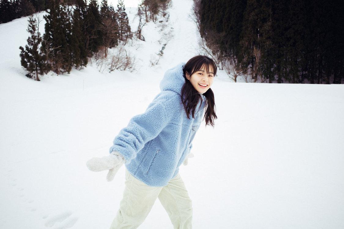 NGT48 本間日陽1st写真集『ずっと、会いたかった』より(撮影:酒井貴弘/©KOBUNSHA)
