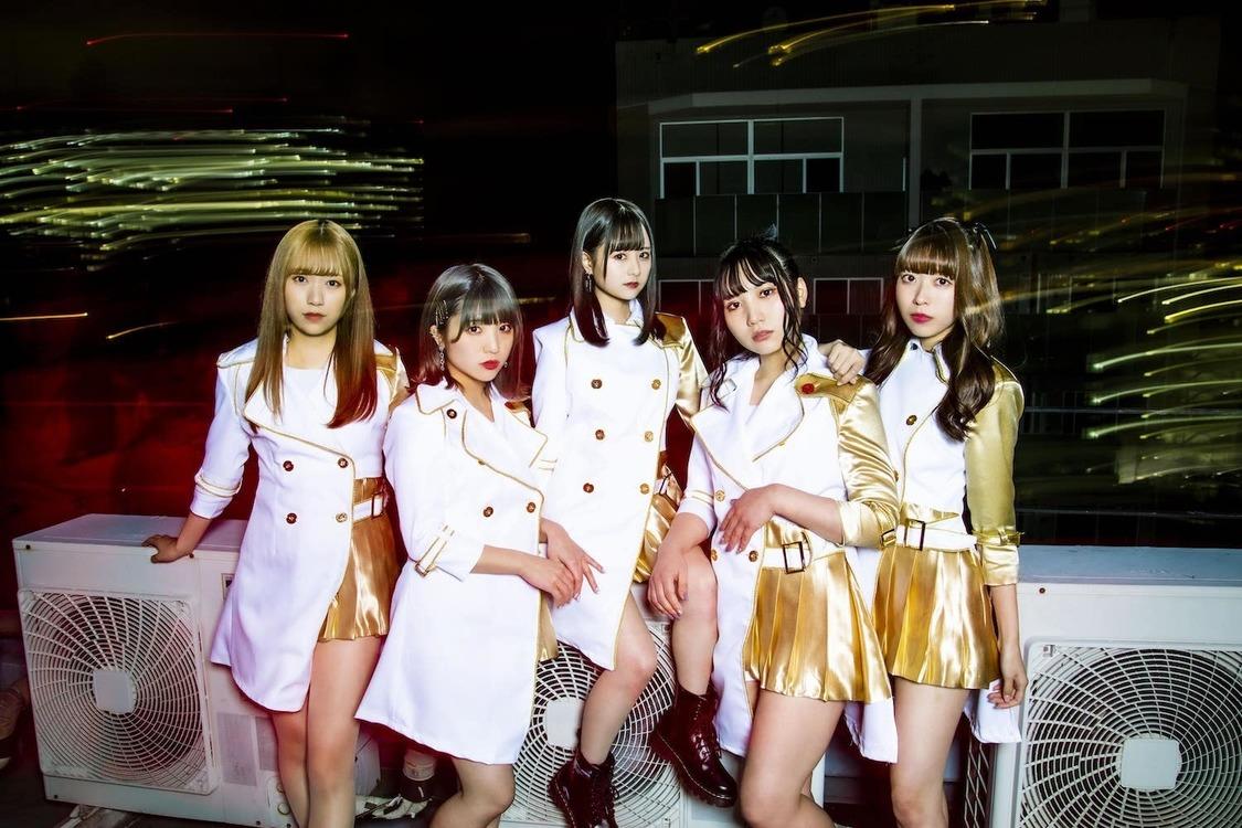 新生ロックアイドル・com、1stデジタルSG「By My Side」リリース決定!