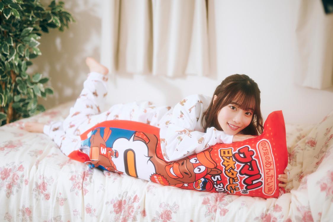 岸みゆ(#ババババンビ)[アザーカット&インタビュー]『ウマい棒ダービー』キャンペーンモデルへの想い「可愛いパジャマと抱き枕に癒されました」