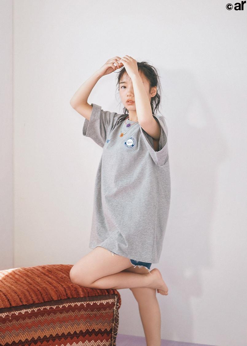 """日向坂46 齊藤京子、キュンとする""""メンズ服""""ビッグT姿で魅せる「タイトスカートと合わせたらシャレそう!」『ar』登場"""
