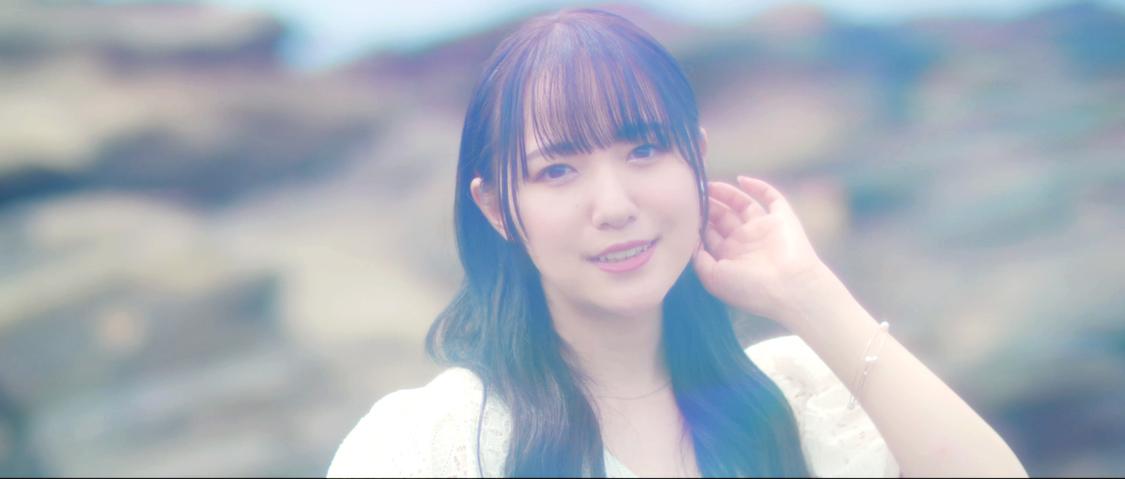 上月せれな、白ワンピースをまとい大人っぽくも清らかな姿で歌唱! 16th SG「NEVER END」MV解禁