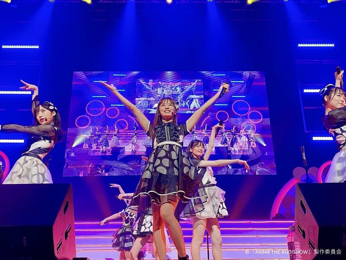 鈴木亜美、AKB48とともに披露した「フライングゲット」「ヘビーローテーション」に称賛の声「センターの貫禄すごい」「もうメンバーやん」