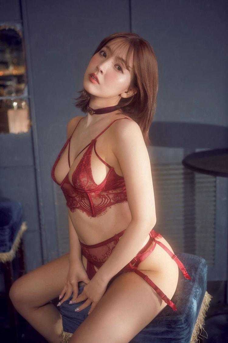 三上悠亜((C)光文社/週刊『FLASH』 撮影:i-dee)
