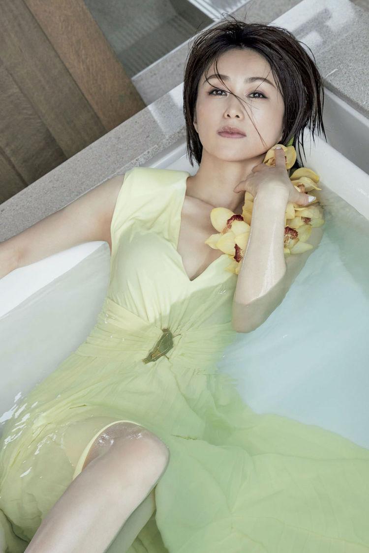 酒井法子((C)光文社/週刊『FLASH』 撮影:LESLIE KEE)
