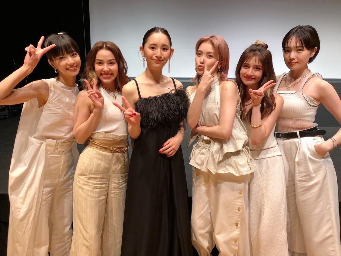 浅川梨奈、FAKYとともに恋愛トーク! ドラマ『悪魔とラブソング』全話配信記念YouTube動画公開
