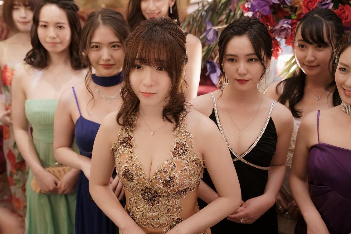 伊織もえ、映画『東京リベンジャーズ』出演決定+艶やかなドレス姿の場面写真解禁!