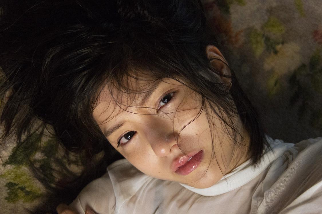川島海荷、力強く、色気のある表情で魅せる! 写真集発売決定