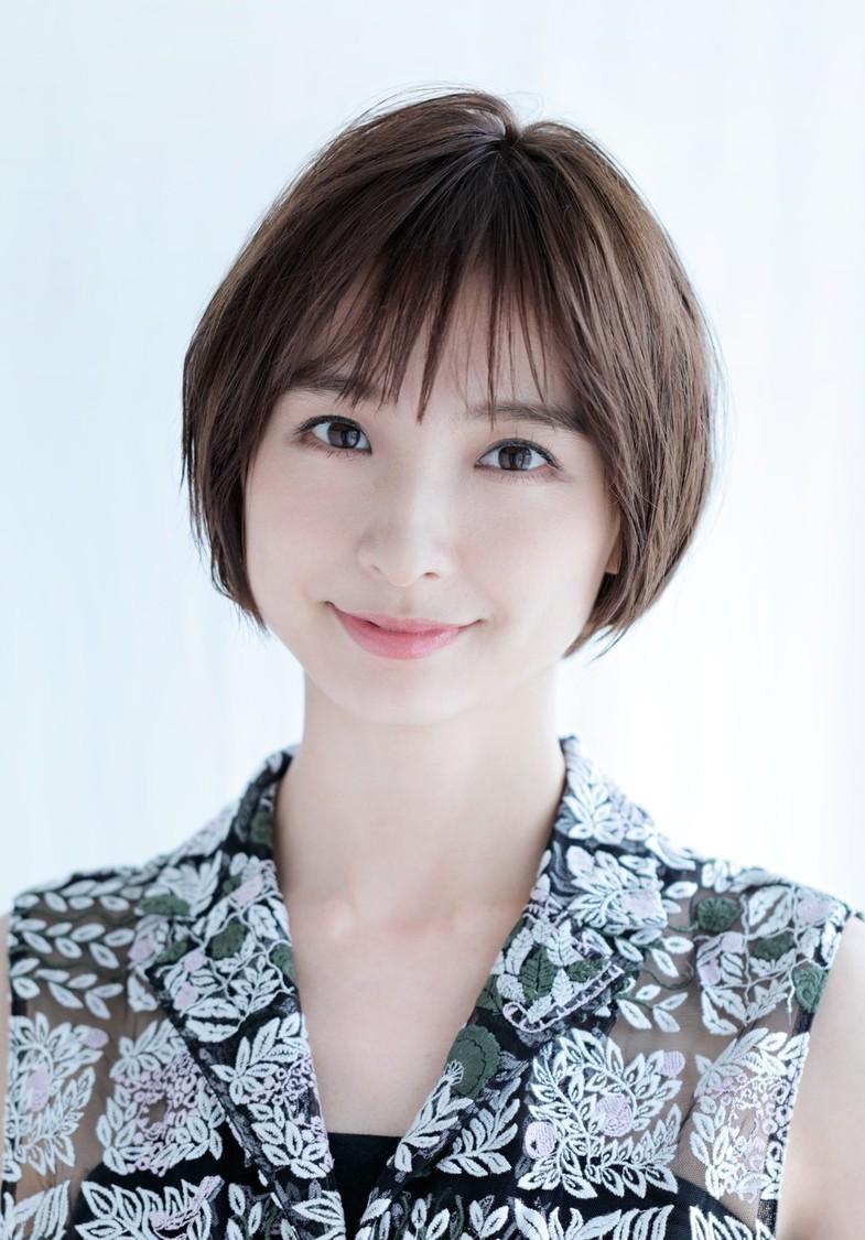 篠田麻里子、TOKYO FMにて新番組スタート決定「九州/沖縄に足を運びたくなるような魅力的な内容にしていければ」