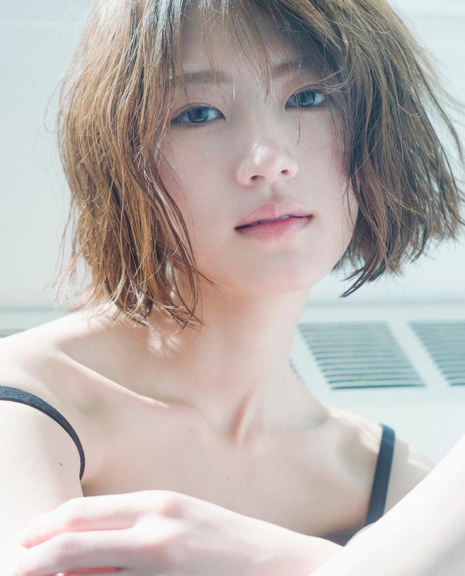 若月佑美2nd写真集 通常版カバー(撮影:嶌村吉祥丸)