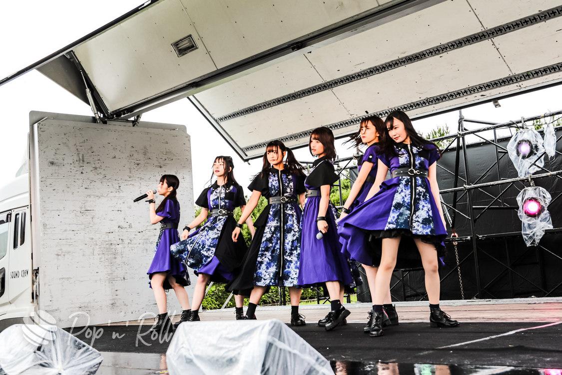 月に足跡を残した6人の少女達は一体何を見たのか...[超NATSUZOME2021ライブレポート]シリアスな世界観で惹きつける!雨に映えた勇姿