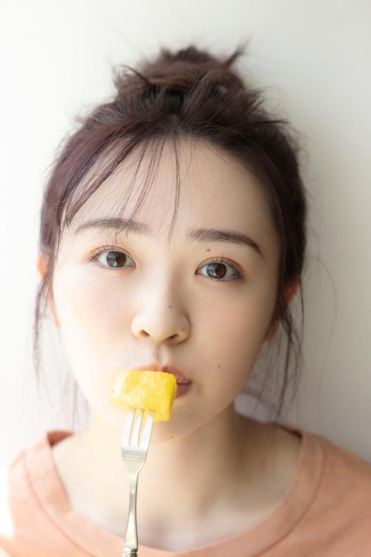 乃木坂46 渡辺みり愛 1st写真集より(撮影:彦坂栄治)