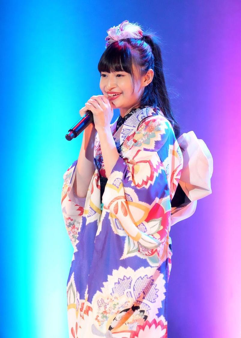 グラビアもできる演歌歌手・望月琉叶、「紅白に出るという明確な目標ができました」25歳のバースデーコンサート開催! 民族ハッピー組のメンバーも一緒にお祝い