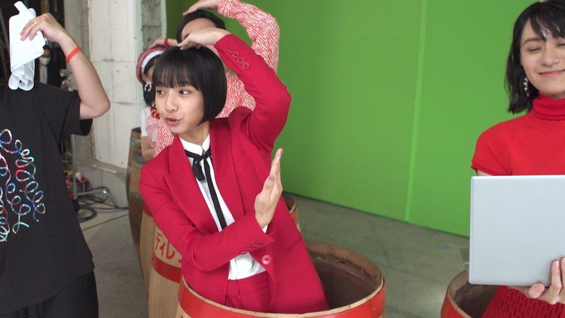 山之内すず、樽を使ったユニークなダンスを披露! 『エクストリーム』新TV-CM放送決定
