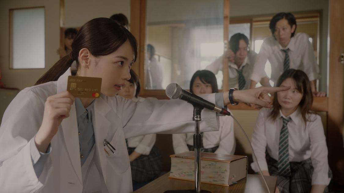 西野七瀬、「ぶぶ〜! 答えは、ごっつうお得」ひっかけ問題で生徒を翻弄! 『意識高すぎ!高杉くん』シリーズ新TV-CM放送開始