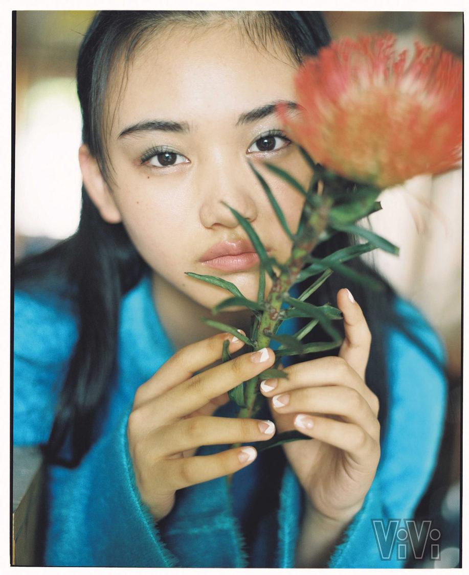 櫻坂46 山﨑天、可愛いをぎゅっと詰め込んだレアなビジュアルを披露! 『ViVi』登場