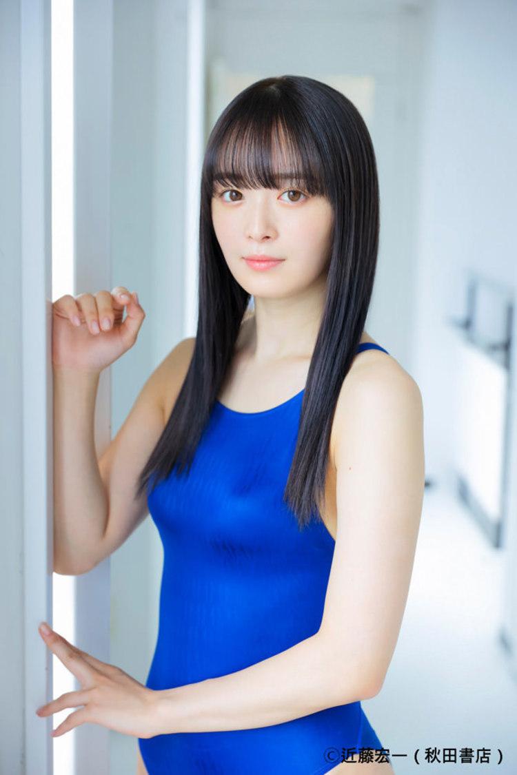 優希クロエ(純情のアフィリア)、白肌が映える競泳水着姿を披露! 『ヤングチャンピオン』表紙&巻頭グラビア登場