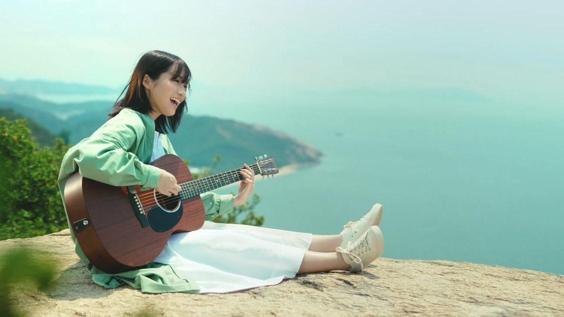 乃木坂46 掛橋沙耶香、ギター弾き語りをCM初披露! 「オリジナルの楽曲を歌うのは初めてだった」SUENAGAグループ新TV-CM放送開始