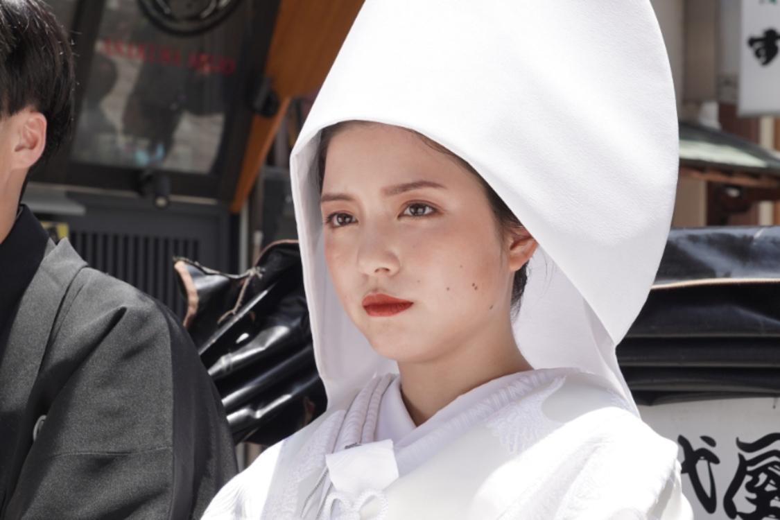 川島海荷、白無垢姿の花嫁を演じ話題に! ドラマ『家、ついて行ってイイですか?』にて
