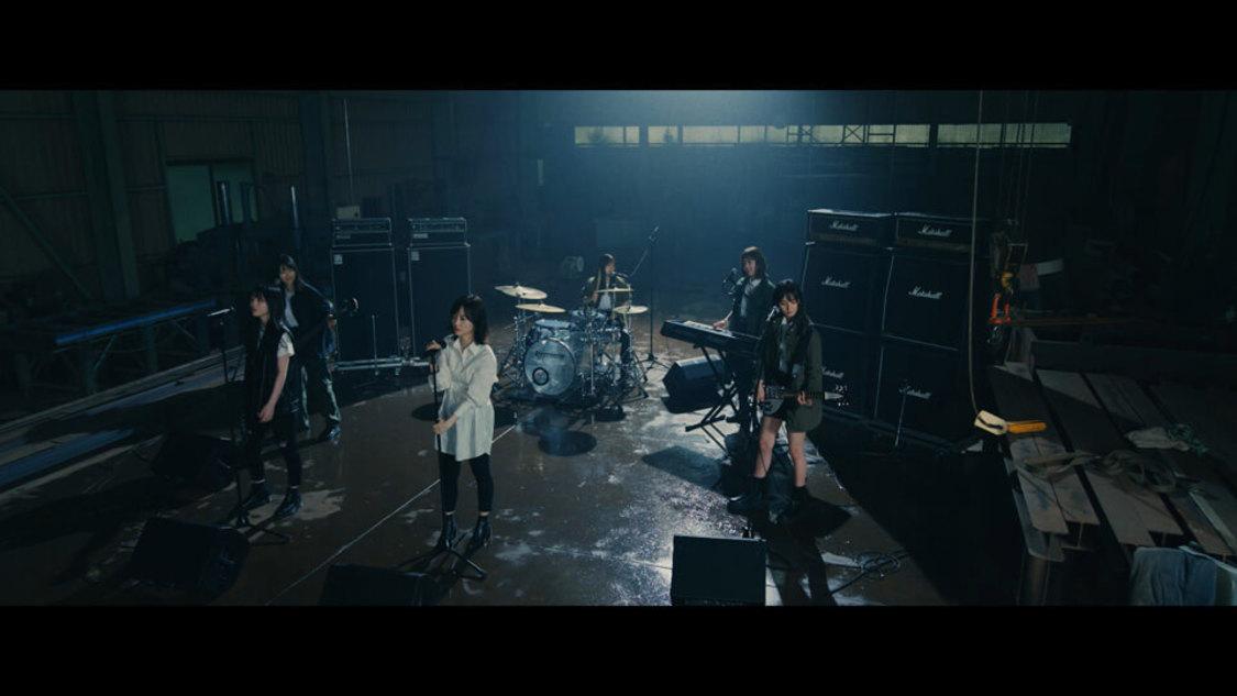 乃木坂46、バンド演奏で魅せる! 「泥だらけ」MV公開