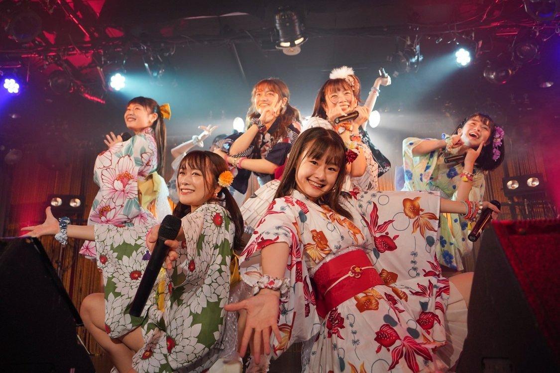 アプガ(2)[ライブレポート]グループの勢いを見せつけたツアー東京公演「さらなる未来へ向かって走り続けていきたい」