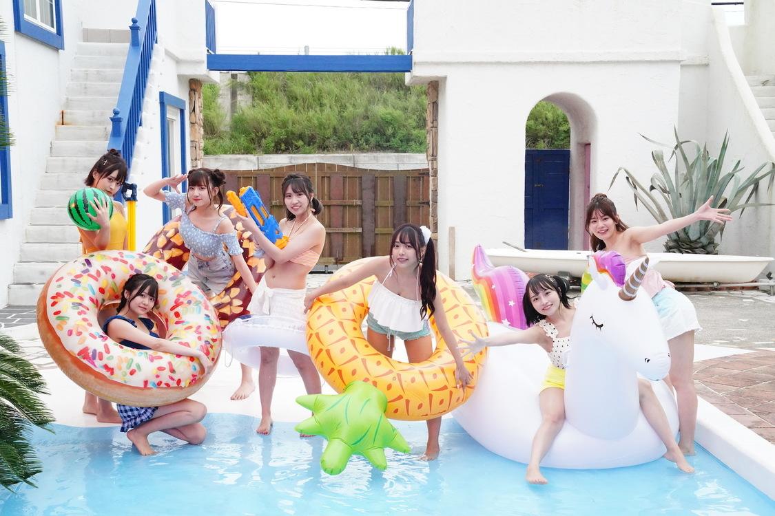 BOCCHI。、初の水着姿MV「夏初月~Natsuhazuki~」公開+テレビ朝日本社前ビジョンにて期間限定放映中!
