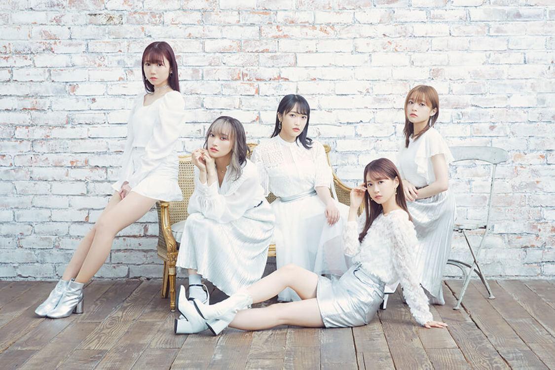 """i☆Ris、""""冬の恋""""をテーマにした両A面SGリリース決定+新アー写公開! 「今回の衣装はメンバー全員""""白""""で統一しました」"""