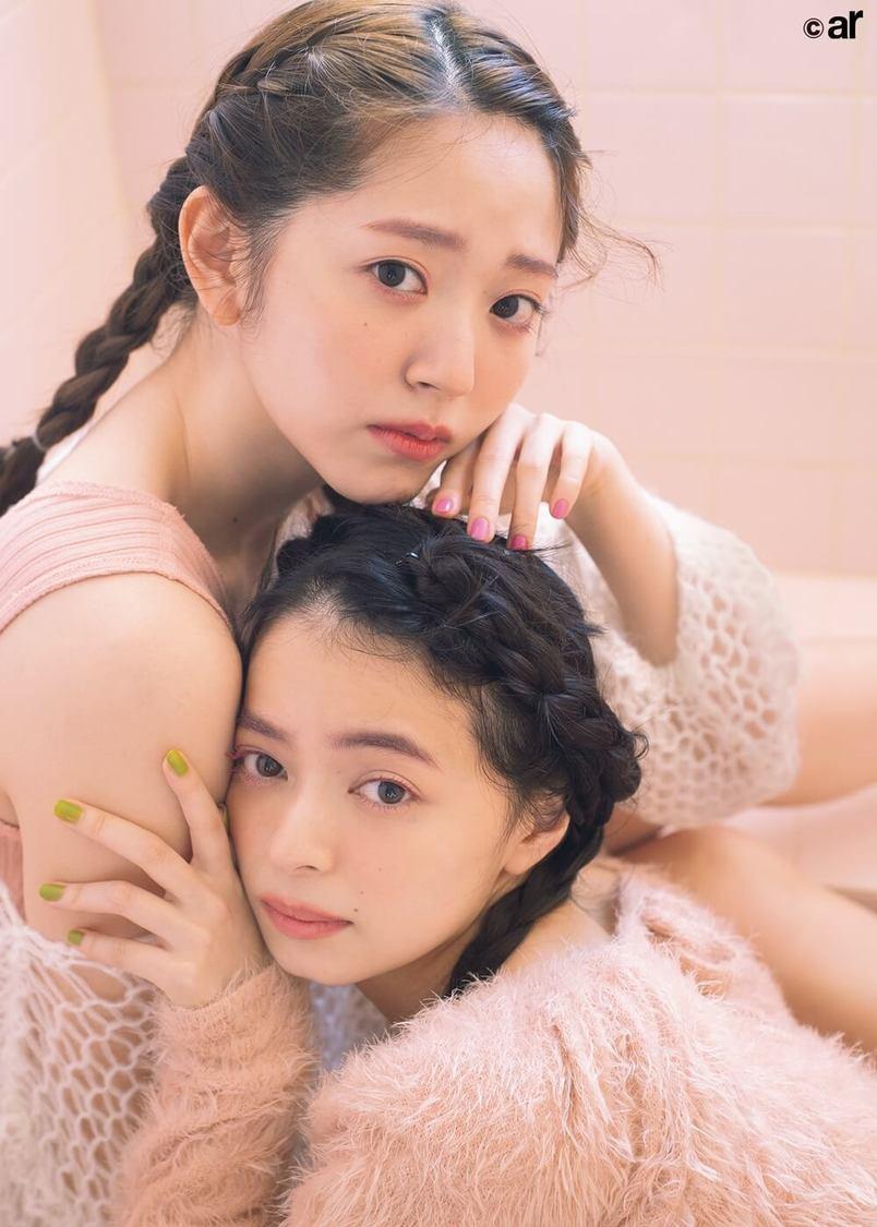 鈴木愛理&上國料萌衣(アンジュルム)、姉妹のようなペアルック披露! 『ar』登場