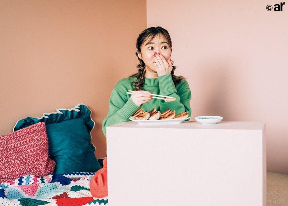 指原莉乃、大好物の餃子を実食「仕事にかこつけて食べ比べできて幸せ♡」『ar』登場