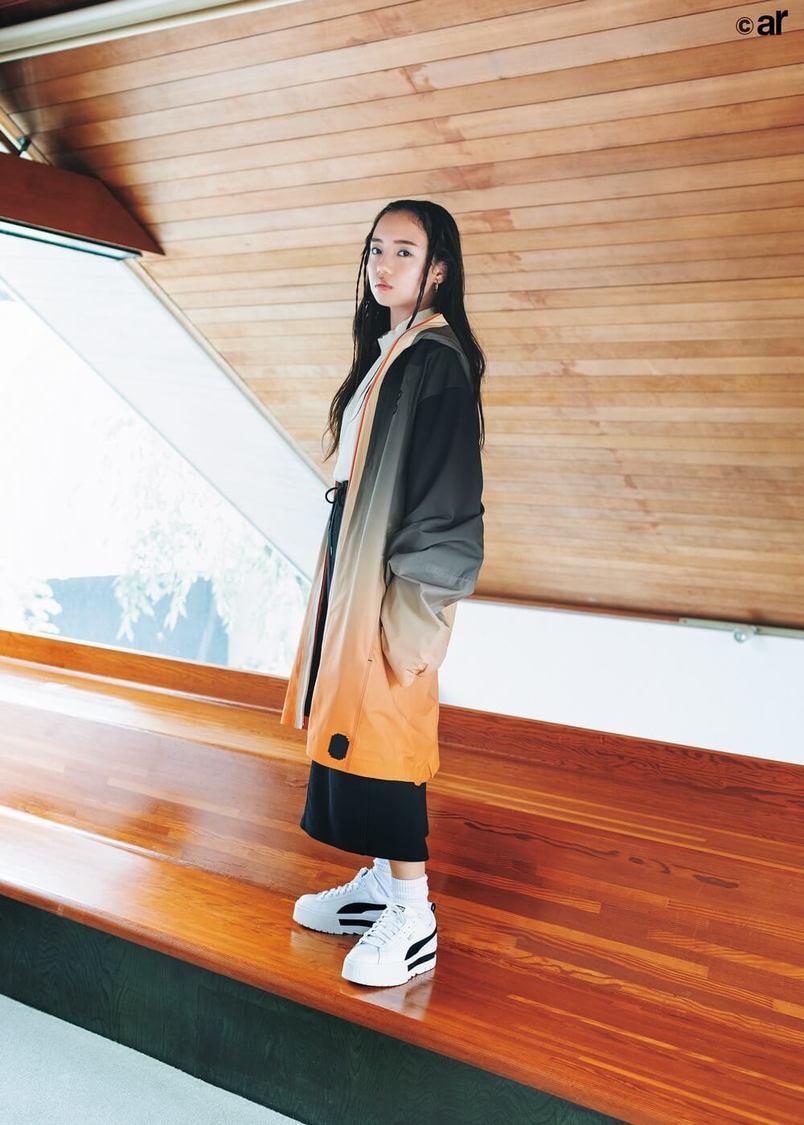 日向坂46 齊藤京子、クールなストリートファッションに挑戦! 『ar』登場